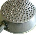 Perforated plate for chestnuts in sheet metal, with handle for wooden handle. Suitable for use in the fireplace.